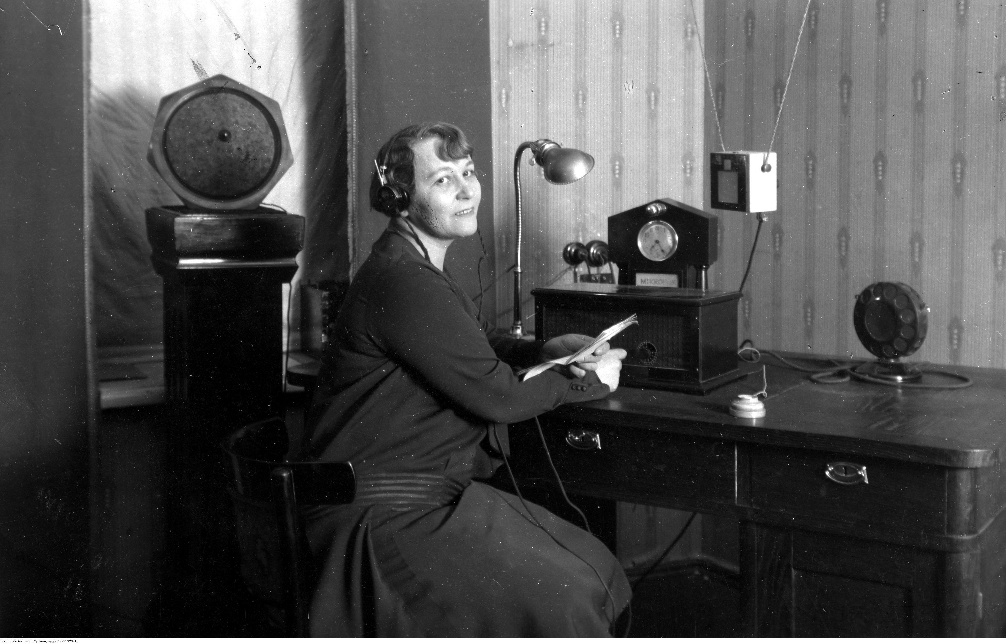 Rozgłośnia w Wilnie, 1929. Na zdjęciu Halina Hohendlinger z personelu rozgłośni. Fot. Żyliński Wacław(ze zbiorówNAC)
