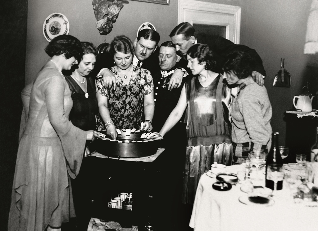 Wróżby z lanego wosku, 1930. Fot. NAC.