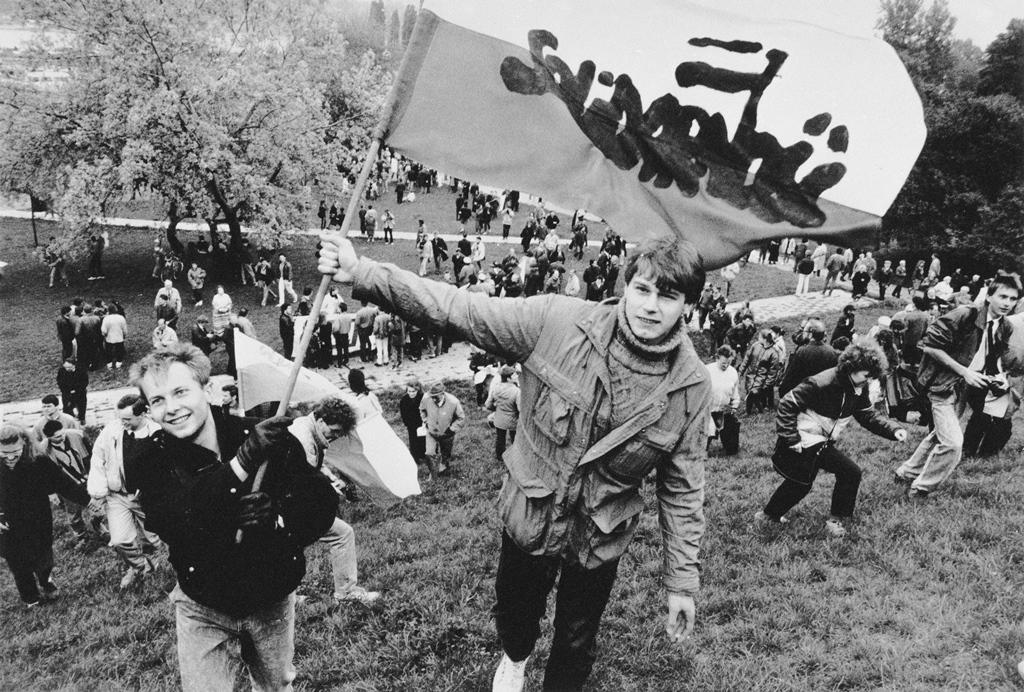 Manifestacja Solidarności. Warszawa, 1 maja 1989. Fot. Jarosław Stachowicz/FORUM.
