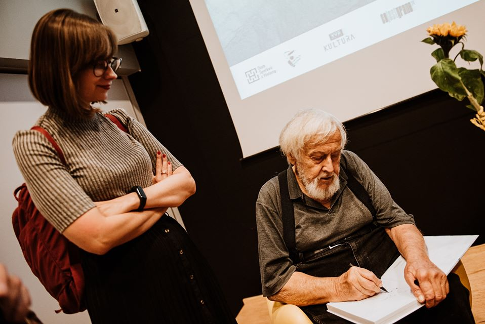 Mirek Wiśniewski podczas wernisażu wystawy. Fot. Radek Zawadzki
