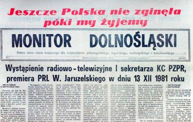 Monitor Dolnośląski, pismo czasu stanu wojennego dla województw; jeleniogórskiego, legnickiego, wałbrzyskiego i wrocławskiego, nr 1, 14.12.1981. Źródło: Wikimedia Commons. Autor: Aw58