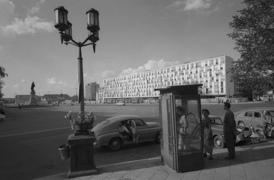 Warszawa, 1959 r. Plac Dzierzynskiego, obecnie Plac Bankowy.  Fot. Zbyszko Siemaszko/FORUM UWAGA!!! Cena minimalna dla publikacji w prasie i ksiazkach - 200 PLN xxxx