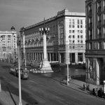 Warszawa, 1954. MDM – plac Konstytucji, ulica Marszałkowska. Fot. Zbyszko Siemaszko/FORUM