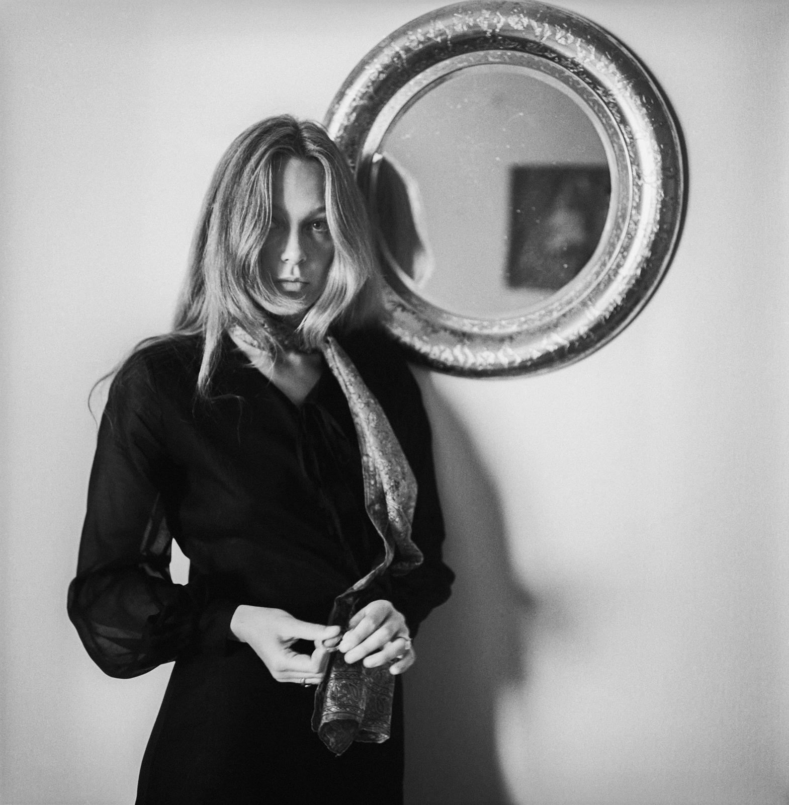 Aktorka Małgorzata Braunek w swoim mieszkaniu, 1970 Fot. Tadeusz Rolke/Agencja Gazeta