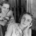Portret dwóch artystek baletu w kostiumach, na pierwszym planie Loda Halama. Opera Narodowa, Warszawa 1934